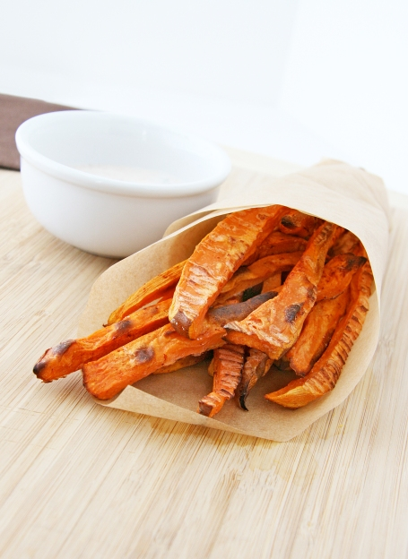 Crispy Baked Sweet Potato Fries with Chipotle Aioli | Natural Noshing