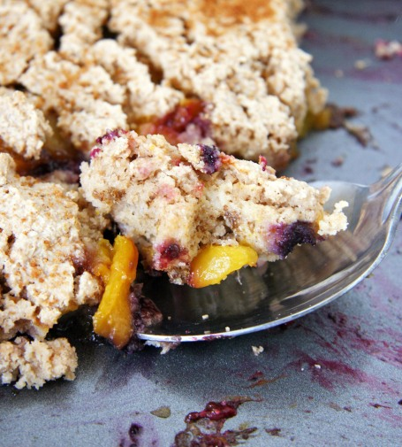 peach-blueberry-cobbler-pan